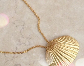 Gold Shell Necklace Gold Necklace Bridesmaid Gift, Sea Shell Jewelry, Mothers Gift Bridesmaid Jewelry Gift Limonbijoux