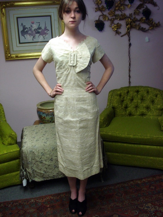 """Vintage Late 1950s Early 1960s Beige Lace Big Bow Wiggle Dress Size Sm Med 28"""" Waist"""