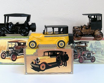 Vintage Aftershave AVON Vintage Cars Mens Collectibles Graphic boxes REO Depot Wagon 1926 Checkered Cab Touring T 1970s Glass