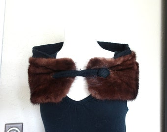 1960s Vintage Hollywood Glamour Dark Brown Finished Mink with Clasp Button Fur Wrap Stole Collar