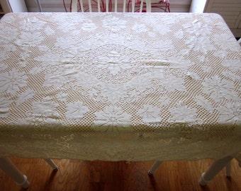 """Vintage  Tablecloth ivory  Quaker lace cotton 62"""" X 45"""""""