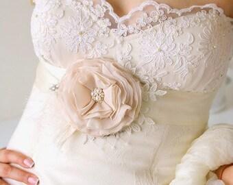 Champagne Ruffled Wedding Sash Bridal Flower Sash Vintage Inspired Bridal Sash Wedding Belt Bridal Belt Ivory Ribbon Sash Lace Feathers Sash