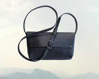 LEATHER Northwest CROSS BODY Bag | Black