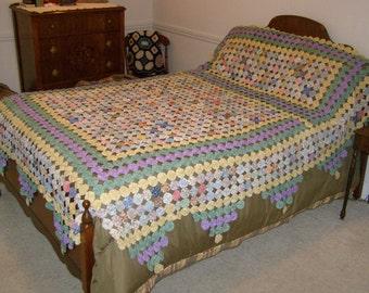 Vintage Suffolk Puff Quilt YoYo Quilt Pinwheel Gorgeous Handmade Cotton Multi-colored Bedspread