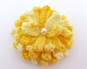 Applique flower, Crochet appliques, 1 yellow crochet chrysanthemum. Cardmaking, scrapbooking, craft embellishments,sewing accessories.