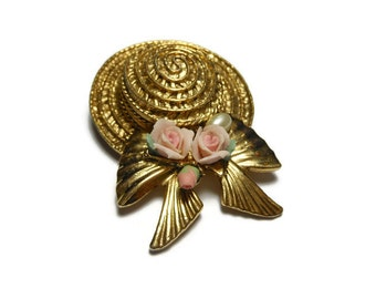 1928 hat brooch, gold tone straw hat with bow, pink ceramic roses and pearl accent