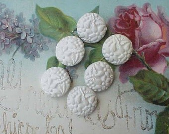 6 Pretty 1950's Hard Plastic Buttons With Flower Motif