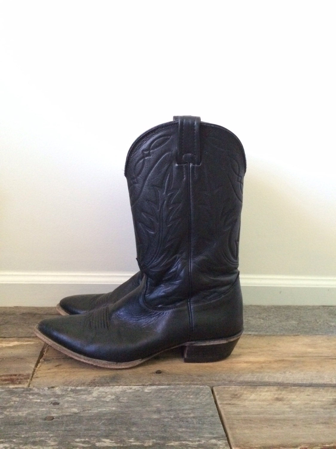 nocona black single men The best nocona boots are a masterpiece of the nocona boots men's md2731 11 boot can easily pass off as a legit member of the all shining in black.