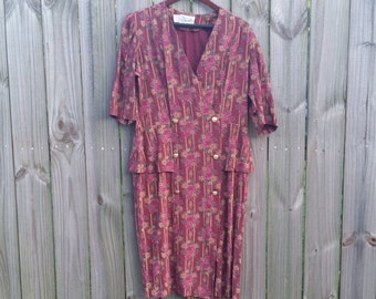 XL EXTRA Large Volup Plus Size Vintage 70s 80s Made in USA Purple Pink Floral Print Spring Fall Peplum Short Sleeve V-neck 40s style Dress