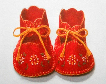 Sewing pattern for baby booties, Simplicity 2867 reproduction of a 1948 vintage pattern, embroidered felt booties