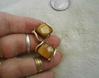 Vtg Clip On Earrings-Beautiful Brown Thermosets-C2901