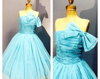 DELECTABLY FROTHY True Turquoise Vintage 1950's Boned Strapless Ruched Bust Party Cocktail Prom Dress Evening Gown w Bow & Circle Skirt S M