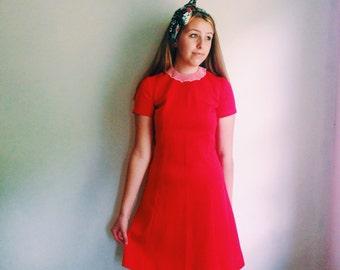 Vintage Peter Pan Collar Red Dress / White Collar Scooter Dress / Mod Shift Day Dress / Retro Babydoll Dress - 1960s