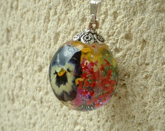 hand made resin 25mm thought and flower bubble necklace