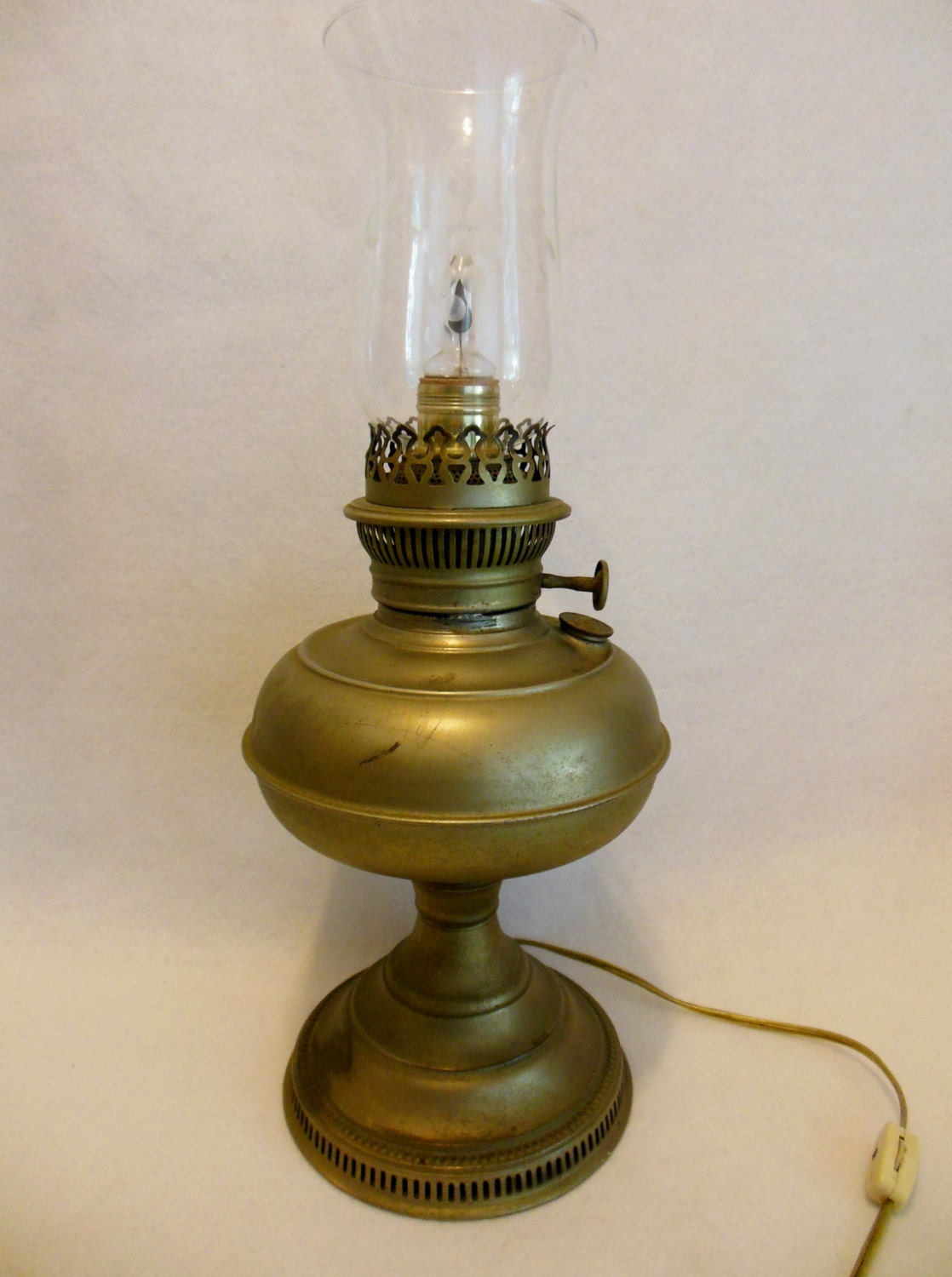 dating old oil lamps Great deals on vintage and antique dietz railroad lanterns vintage railroad lanterns vintage dietz ny usa little wizard blue keroscene oil lantern lamp red globe.