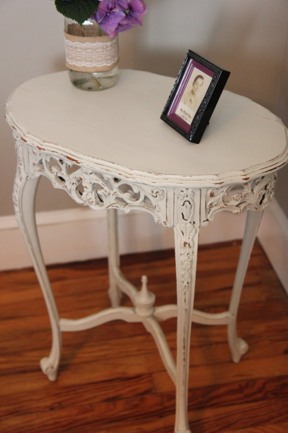 Ornate vintage shabby chic side table - Table basse shabby chic ...