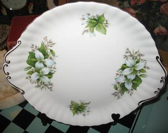Confectionary plate Royal Albert Trillium.