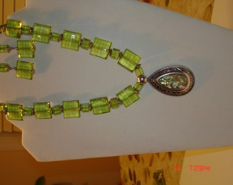 Green necklace set with pendant