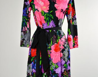 ON SALE 60s Sheath Dress: Bright Floral Print  Mini // TWIGGY // Mod