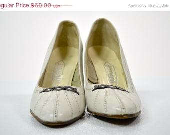 ON SALE 1950s PUMPS Heels: Heyraud of Paris // White Heels Pumps // Spectator // Designer Heels // Pin Up Bombshell // Size 6