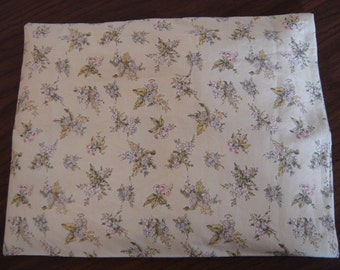 Bouquet of Flowers, Green Toile Back Warmer Corn Cozie