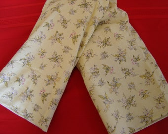 Bouquet of Flowers, Green Toile Neck Warmer Corn Cozie
