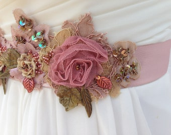 Beaded Lace Bridal Sash, Wedding Sash in Dusty Rose, Champagne And Sage With Crystals, Rustic, Wedding Dress Sash, Flower Sash, Bridal Belt