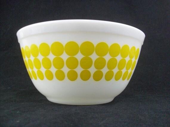 Vintage Pyrex Yellow Dots 402 Bowl