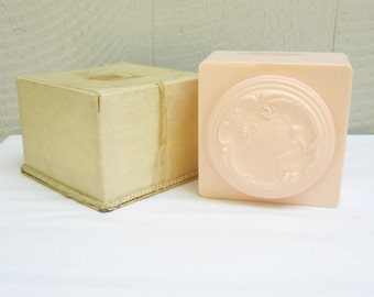 Vintage White Shoulders Dusting Powder Box. Pink Art Nouveau Bath Powder Box. Evyan Powder Set.