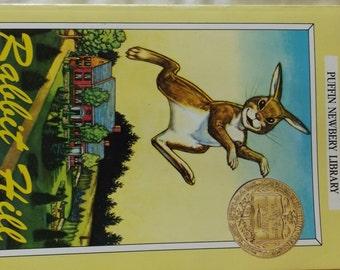 Rabbit Hill by Robert Lawson 1977 Paperback B8-17