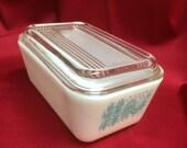 Vintage Pyrex Butterprint pattern Refrigerator Dish with lid
