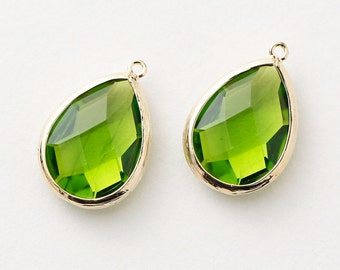 1067311 / Olivine / 16k Gold Plated Brass Framed Glass Pendant  15.4mm x 22.8mm / 2.7g / 2pcs