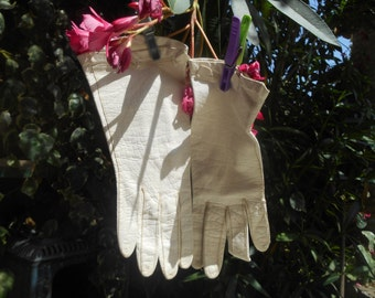 """White French Leather Gloves Vintage 60's Off White Gloves Bow Design Small Size 6.5"""" #sophieladydeparis"""