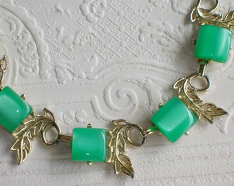 Vintage Necklace Green Moonglow Thermoset Adjustable