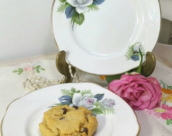 Vintage Duchess pair of tea plates and white rose pattern. 1940s / 1950s.