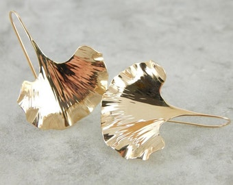 Sweeping Gingko Leaf Earrings In Etched Gold DDKKT8-D