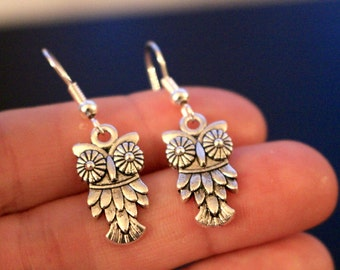 Owl earrings, small silver owl earrings, silver owl earrings, dangle earrings, silver earrings, owl earrings, cute owl earrings