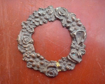 Vintage little wreath of flowers and a bow, brass garland, classic home decor, door decor, wall hanging (48/85/pras)