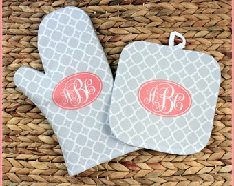 Christmas Gifts for Her Oven Mitt Pot Holder Monogrammed Gift Set Personalized Oven Mitts Housewarming Kitchen Gifts Monogrammed Custom