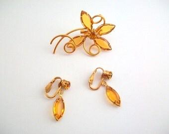 Jewelry Set, Vintage Jewelry Set, Flower Brooch, Flower Pin, Orange Flower Pin, Orange Flower Brooch, Clip On Earrings, Non Pierced Earrings