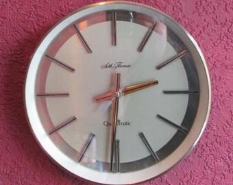1970s Seth Thomas Quartzmatic Vintage Clock