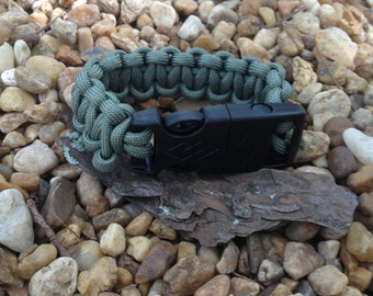 Paracord bracelet with whistle and flint and steel buckle