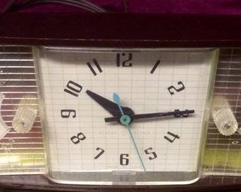 Vintage General Electric Clock w/ Accessory Outlet