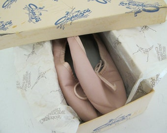 Capezio ballet shoes 6B Boxed Ballet Slippers Pink Teknik Pink Flats