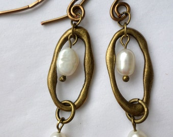 Antiqued brass pearls earrings