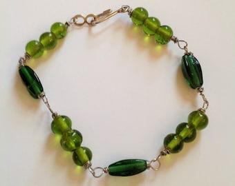 Light and dark green beaded bracelet
