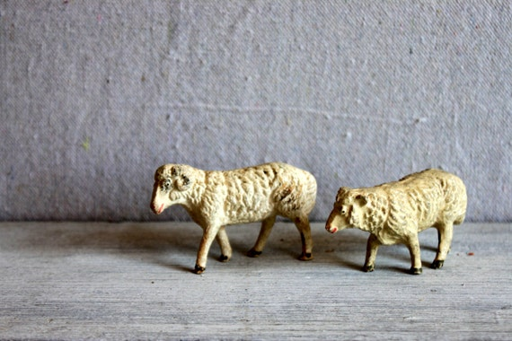 primitive sheep figurines // german germany elastolin or lineol composite figure composition farm animal