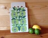 Rare Arabia Finland Pomona Green Apple Ceramic Chopping Board in good vintage condition. Designed by Raija Uosikkinen 1965