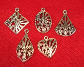 """BULK! 30pc """"pattern"""" charms in antique silver style (BC362B)"""
