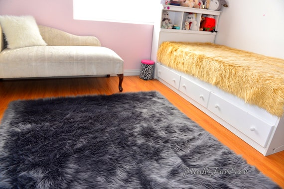 gris luxe shaggy argent fausse fourrure tapis flokati. Black Bedroom Furniture Sets. Home Design Ideas